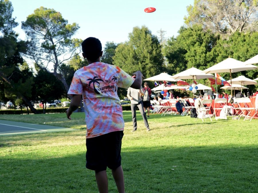 An OHSer throws a frisbee with Dr. Steele during Summer @ Stanford